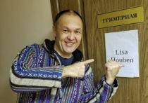 Известный блогер из Калмыкии излазил астраханский театр вдоль и поперек